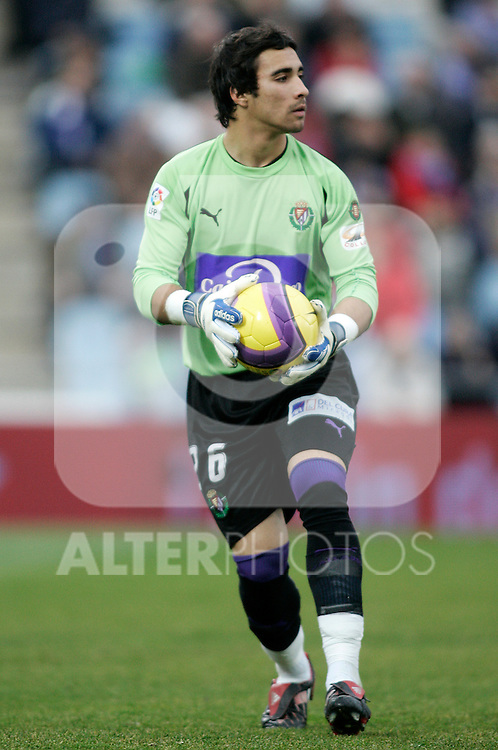 Real Valladolid's Sergio Asenjo during the Spanish League match between Getafe and Real Valladolid at Alfonso Perez Coliseum in Getafe, January 06 2008. (ALTERPHOTOS/Acero).