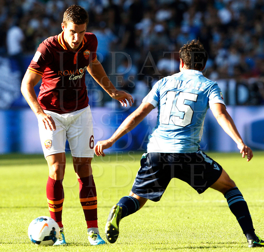 Calcio, Serie A: Roma vs Lazio. Roma, stadio Olimpico, 22 settembre 2013.<br /> AS Roma midfielder Kevin Strootman, of the Netherlands, left, is challenged by Lazio midfielder Alvaro Gonzalez, of Uruguay, during the Italian Serie A football match between AS Roma and Lazio, at Rome's Olympic stadium, 22 September 2013.<br /> UPDATE IMAGES PRESS/Riccardo De Luca