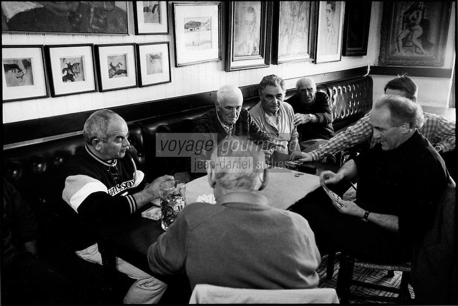 """Europe/France/Languedoc-Roussillon/66/Pyrénées-Orientales/Collioure: Café restaurant """"Les Templiers"""", partie de carte de l'après-midi des vieux catalans [Non destiné à un usage publicitaire - Not intended for an advertising use]"""