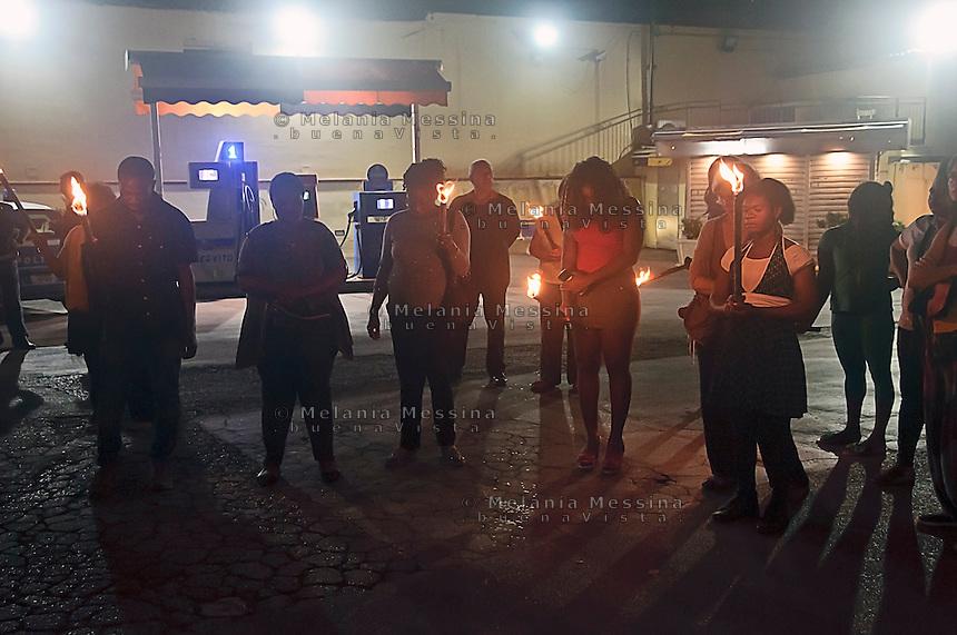 L''associazione &quot;Donne del Benin&quot; durante una fiaccolata contro la tratta di esseri umani, durante un momento di raccoglimento in onore delle ragazze uccisea Palermo, si unisono a loro  un gruppo di minorenni nigeriane che si prostituiscono, le ragazze hanno preso la fiaccola.<br />  &quot;Women from Benin association&quot; during a march against human trafficking, together to a  group of Nigerian teenagers prostitutes met during the torching procession, praying for the victims