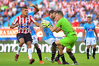 BARRANQUILLA - COLOMBIA ,07-09-2019: Eder Farias  (Izq.) jugador del Atlético Junior   disputa el balón con Horacio Ramírez (Der.) jugador del  Unión Magdalena durante partido por la fecha 10 de la Liga Águila II 2019 jugado en el estadio Metropolitano Roberto Meléndez de la ciudad de Barranquilla . / Eder Farias  (L) player of Atletico Junior fights for the ball with Horacio Ramirez  (R) player of Union Magdalena during the  match for the date 10 of the Liga Aguila II 2019 played at Metropolitano Roberto Melendez Satdium in Barranquilla City . Photo: VizzorImage / Alfonso Cervantes / Contribuidor.