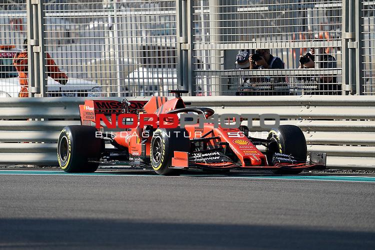 29.11.2019, Yas Marina Circuit, Abu Dhabi, FORMULA 1 ETIHAD AIRWAYS ABU DHABI GRAND PRIX 2019<br />, im Bild<br />Unfall von Sebastian Vettel (GER#5), Scuderia Ferrari Mission Winnow, dreht sich und schlägt in der Leitplanke ein.<br /> <br /> Foto © nordphoto / Bratic