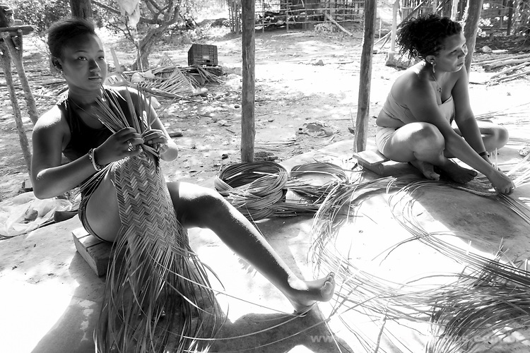 Populações Tradicionais quilombolas de Alcântara no Maranhão.A comunidade Quilombola São Raimundo situa-se a cerca de 50 quilômetros da cidade de Alcântara e possui aproximadamente 80 famílias.  A comunidade já é certificada pela fundação Palmares como quilombola e atualmente (março de 2015) o processo de titulação encontra-se em andamento. A comunidade não está na região que foi tomada pela Base Espacial de Lançamento.