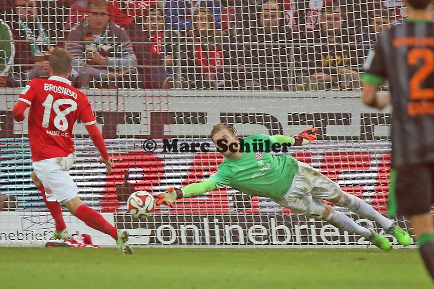 Loris Karius (Mainz) streckt sich vergeblich - 1. FSV Mainz 05 vs. SV Werder Bremenl, Coface Arena