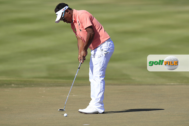 Thongchai Jaidee (THA) putts on the 2nd green during Sunday's Final Round  of the Abu Dhabi HSBC Golf Championship at Abu Dhabi Golf Club, 20th January 2013 .Photo Eoin Clarke/www.golffile.ie