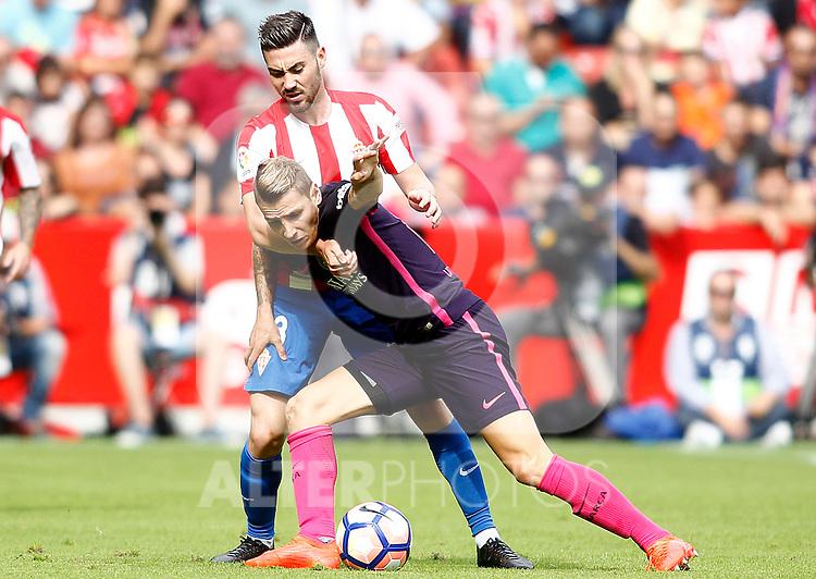Sporting de Gijon's Moi Gomez (b) and FC Barcelona's Lucas Digne during La Liga match. September 24,2016. (ALTERPHOTOS/Acero)