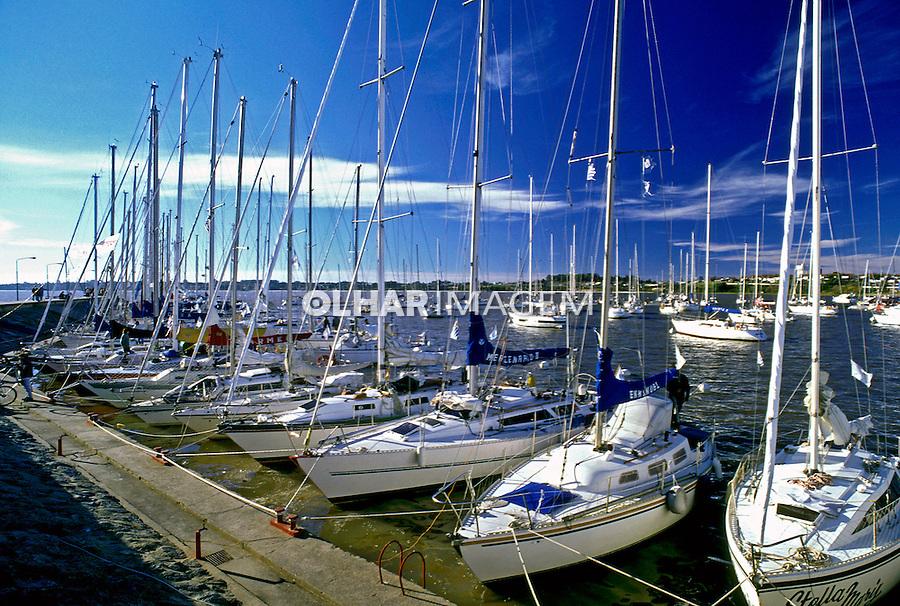 Marina na cidade de Colônia do Sacramento. Uruguai. 1997. Foto de Maristela Colucci.