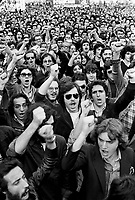 - manifestation of the group Workers Vanguard for the first May in Duomo square (Milan, 1976)....- manifestazione del gruppo Avanguardia Operaia per il primo maggio in piazza del Duomo (Milano, 1976)