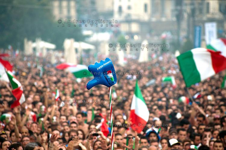 Torino, maxischermo  in piazza Castello per la finale dei campionati europei di calcio 2012