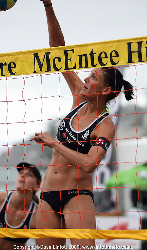 Anna Scarlett and Susan Blundell (left) in action against Michelle Kenny and Marie-Clare Brehaut during the 2009 McEntee Hire NZ Beach Volleyball Tour day one matches at Oriental Parade, Wellington, New Zealand on Saturday, 10 January 2009. Photo: Dave Lintott / lintottphoto.co.nz