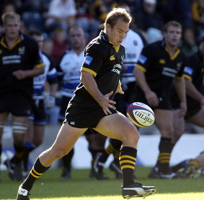 Photo. Henry Browne..05/10/2003..London Wasps v Bath Rugby. .Zurich Premiership..Mark Van Gisbergen.
