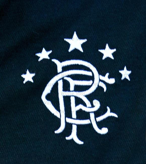 The Rangers crest on Steven Davis' new black strip