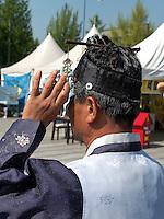 Mann in traditioneller Kleidung bei Musikveranstaltung in Jeonju, Provinz Jeollabuk-do, Südkorea, Asien<br /> man in traditional  clothes at concert  in Jeonju, province Jeollabuk-do, South Korea, Asia, UNESCO world-heritage