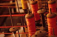 Europe/France/Ile-de-France/77/Seine-et-Marne/Saint-Cyr-sur-Morin: Musée des pays de Seine-et-Marne - Atelier de passementerie - Bobines de fils sur métier à tisser Jacquard