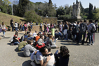 Roma, 21 Marzo 2014<br /> 70°anniversario della strage delle Fosse Ardeatine.<br /> Studentesse e studenti delle scuole del municipio VIII hanno attraversato il quartiere in corteo fino al Mausoleo  fosse ardeatine dove hanno liberato 335 palloncini  con i nomi dei martiri.<br /> 70th anniversary of the massacre of the Fosse Ardeatine. <br /> Students  in procession to the mausoleum where they released 335 balloons with the names of the martyrs.The graves of 335 martyrs killed by the Nazis March 24, 1944