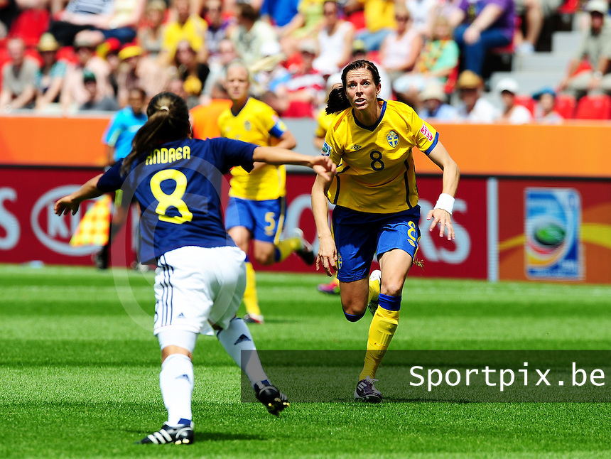 Fifa Women's World Cup Germany 2011 : Colombia - Sweden at Bayarena Leverkusen : Lotta Schelin gefocust op de bal voor Andrea Peralta ..foto DAVID CATRY / Vrouwenteam.be