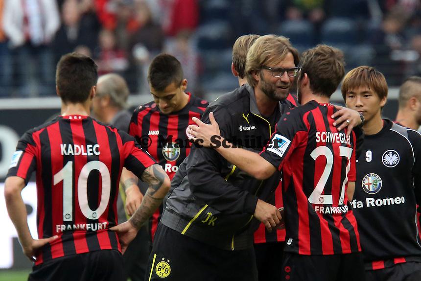 Trainer Juergen Klopp (BvB) mit Pirmin Schwegler (Eintracht)  - Eintracht Frankfurt vs. Borussia Dortmund