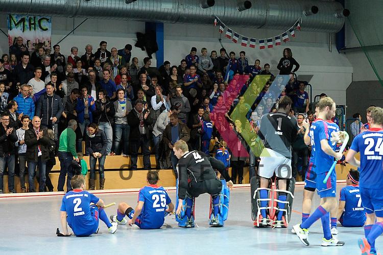 GER - Mannheim, Germany, December 12: Players of Mannheimer HC celebrate after winning the derby against TSV Mannheim on December 12, 2015 at Irma-Roechling-Halle in Mannheim, Germany. Final score 5-0 (HT 1-0). <br /> <br /> Foto &copy; PIX-Sportfotos *** Foto ist honorarpflichtig! *** Auf Anfrage in hoeherer Qualitaet/Aufloesung. Belegexemplar erbeten. Veroeffentlichung ausschliesslich fuer journalistisch-publizistische Zwecke. For editorial use only.