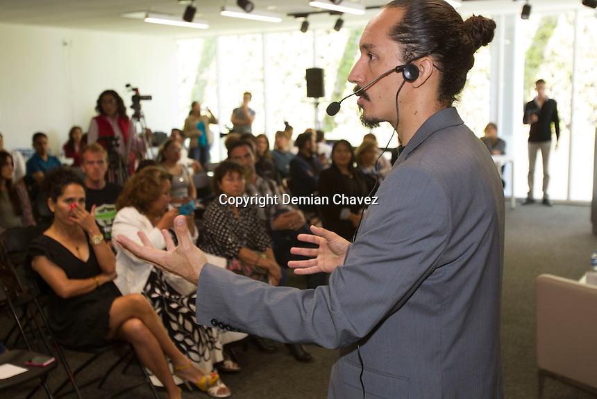 Quer&eacute;taro, Qro. 23 de agosto de 2016.- Conferencia &iquest;Defender a los animales est&aacute; de moda?, impartida por Antonio Franyuti, director general y presidente de Animal Heroes. En el marco de la propuesta de ley sobre mascotas. Este fue un evento convocado por la diputada Daesy Alvorada Hinojosa Rosas.<br /> <br /> Foto: Demian Ch&aacute;vez.