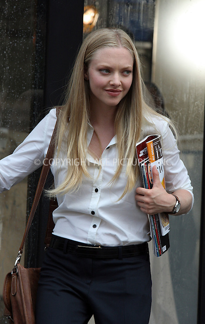 WWW.ACEPIXS.COM . . . . .  ....August 21 2009, New York city....Actress Amanda Seyfried on the Soho set of the new movie 'Letters to Juliet' on August 21 2009 in New York City....Please byline: AJ Sokalner - ACEPIXS.COM.... *** ***..Ace Pictures, Inc:  ..(212) 243-8787 or (646) 769 0430..e-mail: picturedesk@acepixs.com..web: http://www.acepixs.com