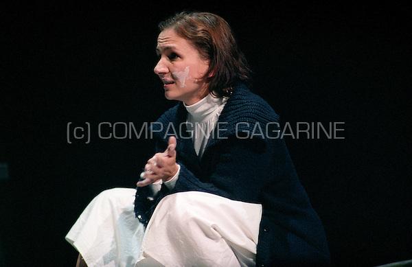 Theatre company Toneellabo Arlecchino playing De Rechtvaardigen from Albert Camus at the national Landjuweel festival in Anderlecht (Belgium, 07/10/2005)