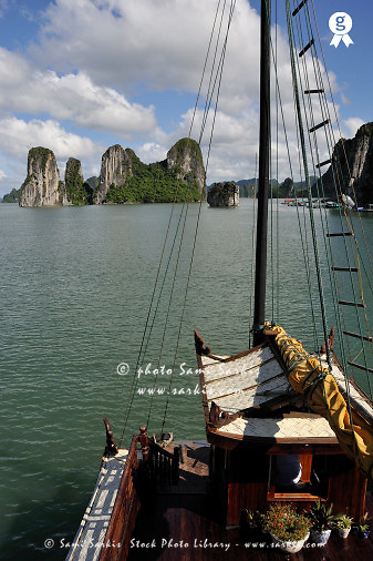 Junk boat navigating in Halong Bay (Licence this image exclusively with Getty: http://www.gettyimages.com/detail/83154168 )