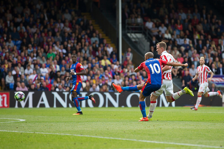 Crystal Palace's Andros Townsend scores his sides fourth goal <br /> <br /> Photographer Craig Mercer/CameraSport<br /> <br /> The Premier League - Crystal Palace v Stoke City - Sunday September 18th 2016 - Selhurst Park - London<br /> <br /> World Copyright &copy; 2016 CameraSport. All rights reserved. 43 Linden Ave. Countesthorpe. Leicester. England. LE8 5PG - Tel: +44 (0) 116 277 4147 - admin@camerasport.com - www.camerasport.com