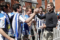 Real Sociedad's Inigo Martinez with the supporters after La Liga match.April 14,2013. (ALTERPHOTOS/Acero)