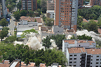 MEDELLIN - COLOMBIA, 22-02-2019: Demolición edificio Mónaco que fue de propiedad del extinto narcotraficante Pablo Escobar en la exclusiva zona del Poblado en Medellín, Colombia. / Demolition of the Monaco building that was owned by the late drug trafficker Pablo Escobar in the exclusive area of Poblado in Medellin, Colombia.  Photo: VizzorImage / Leon Monsalve / Cont