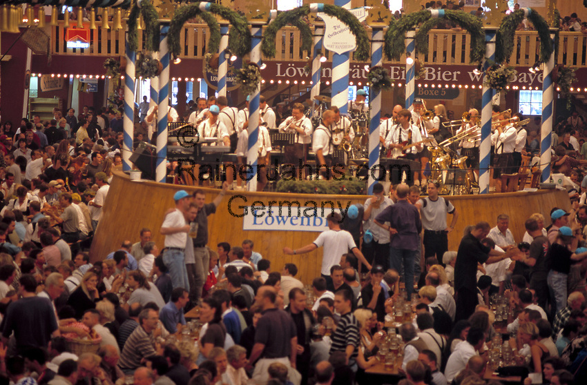 Deutschland, Bayern, Oberbayern, Muenchen: Oktoberfest - im Loewenbraeu Bierzelt | Germany, Bavaria, Upper Bavaria, Munich: October Festival - inside Lowenbrau Bierzelt