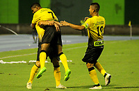 BARRANCABERMEJA - COLOMBIA, 14-07-2015:  Jugadores de Alianza Petrolera celebran el segunbdo gol anotado a Atletico Bucaramanga durante encuentro fecha 1 de la Liga Aguila II 2017 disputado en el estadio Daniel Villa Zapata de la ciudad de Barrancabermeja.  / Players of Alianza Petrolera celebrate the second goal scored to Atletico Bucaramanga during match for the date 1 of the Aguila League II 2017 played at Daniel Villa Zapata stadium in Barrancabermeja city. Photo: VizzorImage / Jose Martinez / Cont.