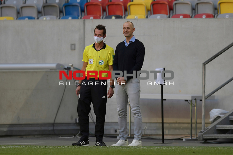 Heiko HERRLICH  (Trainer FC Augsburg).<br />mit dem 4.Offiziellen.<br /><br />Fussball 1. Bundesliga, 33.Spieltag, Fortuna Duesseldorf (D) -  FC Augsburg (A), am 20.06.2020 in Duesseldorf/ Deutschland. <br /><br />Foto: AnkeWaelischmiller/Sven Simon/ Pool/ via Meuter/Nordphoto<br /><br /># Editorial use only #<br /># DFL regulations prohibit any use of photographs as image sequences and/or quasi-video #<br /># National and international news- agencies out #