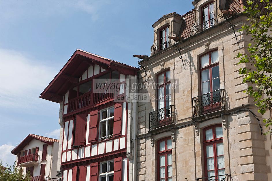 Europe/France/Aquitaine/64/Pyrénées-Atlantiques/Pays-Basque/Saint-Jean-de-Luz: rue Mazarin - Maison Alexandrenia et Maison des trois canons