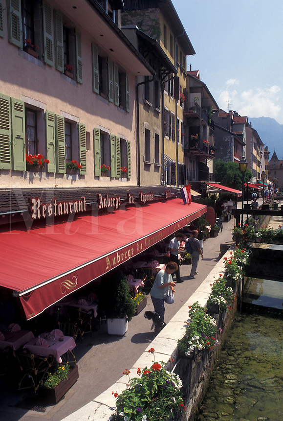 Annecy, outdoor café, France, Haute-Savoie, Rhone-Alpes, Europe, Outdoor cafes along the Thiou canal in the old town of Annecy.