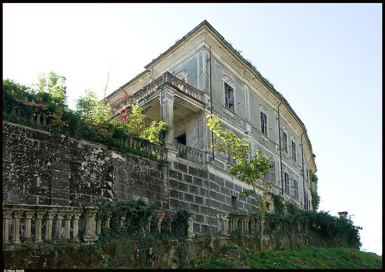 I resti della villa liberty di Costantino Nigra