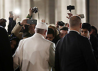 Papa Francesco saluta i fedeli dopo aver reso omaggio al Presepe in Piazza San Pietro. Citt&agrave; del Vaticano.<br /> Pope Francis greets faithfuls after visiting the traditional Crib in St Peter's Square at the Vatican, on December 31, 2016.<br /> UPDATE IMAGES PRESS/Isabella Bonotto<br /> <br /> STRICTLY ONLY FOR EDITORIAL USE