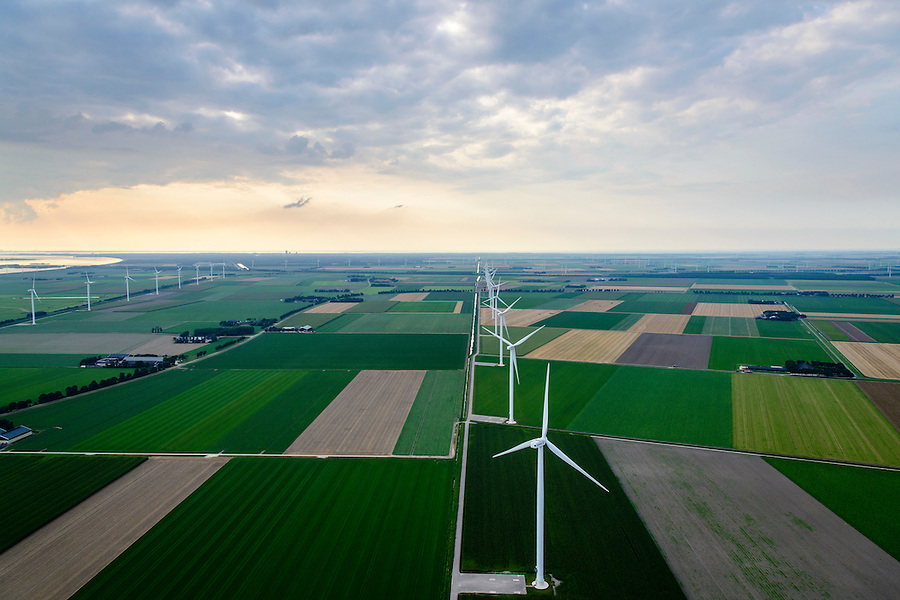 Nederland, Flevoland, Zeewolde, 05-08-2014; Prinses Alexia windpark, voorheen windpark De Zuidlob. Het windmolenpark is een initiatief van lokale boeren en Nuon - Vattenfall. <br /> Prinses Alexia wind farm. The wind farm in the polder Flevoland is an initiative of local farmers and Nuon - Vattenfall. <br /> luchtfoto (toeslag op standard tarieven); aerial photo (additional fee required); copyright foto/photo Siebe Swart