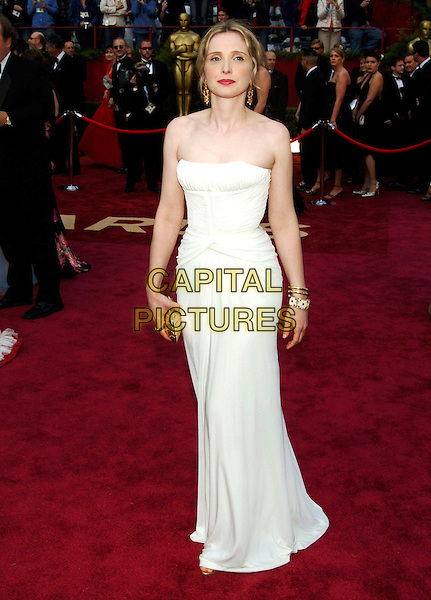 JULIE DELPY.Red Carpet Arrivals, 77th Annual Academy Awards held at the Kodak Theatre, Hollywood, California, USA, .27th February 2005.  .oscars full length white cream strapless dress.Ref: ADM.www.capitalpictures.com.sales@capitalpictures.com.©JWong/AdMedia/Capital Pictures