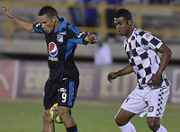TUNJA -COLOMBIA, 06-02-2014. Edwin Avila (Der) jugador de Boyacá Chicó disputa el balón con Anderson Plata (Izq) jugador de Millonarios durante partido por la fecha 3 Liga Postobón I 2014 realizado en el estadio La Independencia en Tunja./ Edwin Avila (R) player of Boyaca Chico fights for the ball with Anderson Plata (L) player of  Millonarios during match for the 3rd date of Postobon  League I 2014 played at La Independencia stadium in Tunja. Photo: VizzorImage/ Gabriel Aponte /Staff