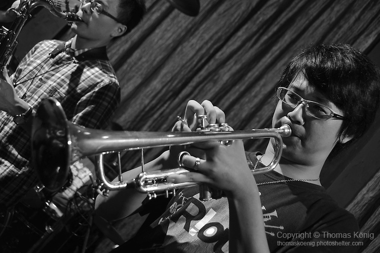 DC Stage, Kaohsiung -- Max Huang of SMALLS JAZZ COMBO blowing the trumpet.