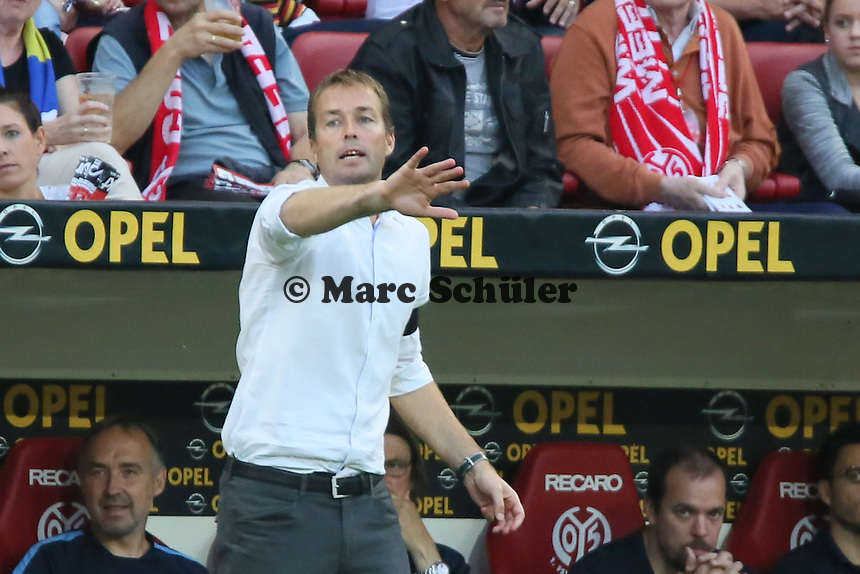 Mainzer Trainer Kaspar Hjulmand mit Trauerflor - 1. FSV Mainz 05 vs. Borussia Dortmund, Coface Arena