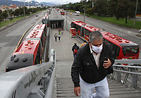 BOGOTÁ - COLOMBIA, 07-05-2020:Usuarios de Transmilenio  durante el aislamiento preventivo obligatorio que mantiene el país  contra la pandemia del Coronavirus que hoy cumple 39 dias ./<br />