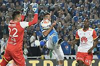 BOGOTA - COLOMBIA -16 -07-2017: Maximiliano Nuñez (C) jugador de Millonarios disputa el balón con Leandro Castellanos (Izq) arquero y Dairon Mosquera (Der) de Independiente Santa Fe durante partido partido por la fecha 2 de la Liga Aguila II 2017jugado en el estadio Nemesio Camacho El Campin de la ciudad de Bogota. / Maximiliano Nuñez (C) player of Millonarios fights for the ball with Leandro Castellanos (L) goalkeeprr and Dairon Mosquera (R) player of Independiente Santa Fe during match for the date 2 of the Liga Aguila II 2017played at the Nemesio Camacho El Campin Stadium in Bogota city. Photo: VizzorImage / Gabriel Aponte / Staff.