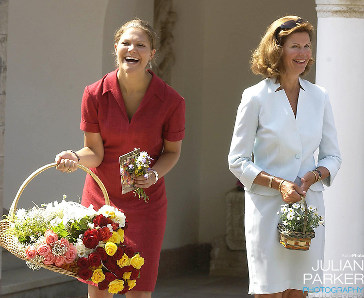 CROWN PRINCESS VICTORIA OF SWEDEN CELEBRATES HER 25TH BIRTHDAY, .WITH HER PARENTS, AT SOLLIDEN, NEAR BERGHOLM, SWEDEN..14/7/02.  PICTURE: UK PRESS   (ref 5105-10)