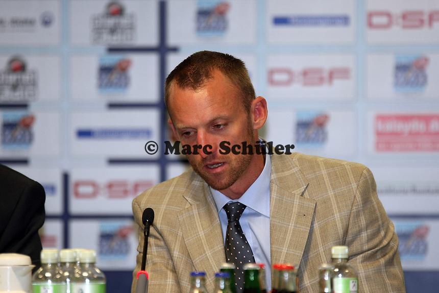 Nationaltrainer Brad Arbon<br /> German Bowl XXXI Berlin Adler vs. Kiel Baltic Hurricanes, Commerzbank Arena *** Local Caption *** Foto ist honorarpflichtig! zzgl. gesetzl. MwSt. Auf Anfrage in hoeherer Qualitaet/Aufloesung. Belegexemplar an: Marc Schueler, Alte Weinstrasse 1, 61352 Bad Homburg, Tel. +49 (0) 151 11 65 49 88, www.gameday-mediaservices.de. Email: marc.schueler@gameday-mediaservices.de, Bankverbindung: Volksbank Bergstrasse, Kto.: 151297, BLZ: 50960101