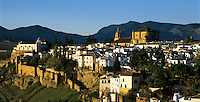 Spain, Andalusia, Province Málaga, Ronda: built on an elevated plain, the Ciudad (old town) at dawn | Spanien, Andalusien, Provinz Málaga, Ronda: auf einem Hochplataeau gelegen, die Altstadt bei Sonnenaufgang