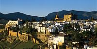 Spain, Andalusia, Province Málaga, Ronda: built on an elevated plain, the Ciudad (old town) at dawn | Spanien, Andalusien, Provinz Málaga, Ronda: auf einem Hochplataeau gelegen, die Altstadt bei Sonnenaufgang