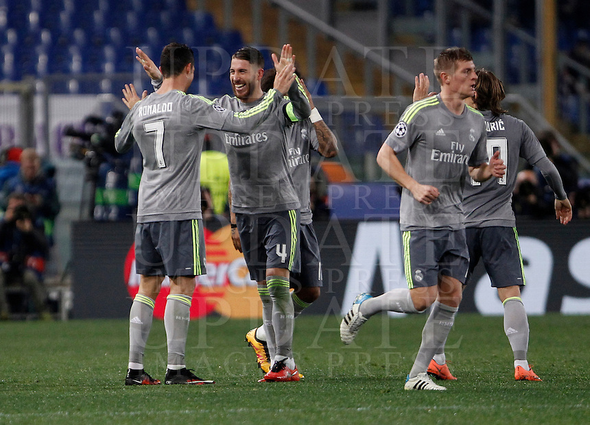 Calcio, andata degli ottavi di finale di Champions League: Roma vs Real Madrid. Roma, stadio Olimpico, 17 febbraio 2016.<br /> Real Madrid's Cristiano Ronaldo, left, celebrates with teammates after scoring after scoring during the first leg round of 16 Champions League football match between Roma and Real Madrid, at Rome's Olympic stadium, 17 February 2016.<br /> UPDATE IMAGES PRESS/Isabella Bonotto