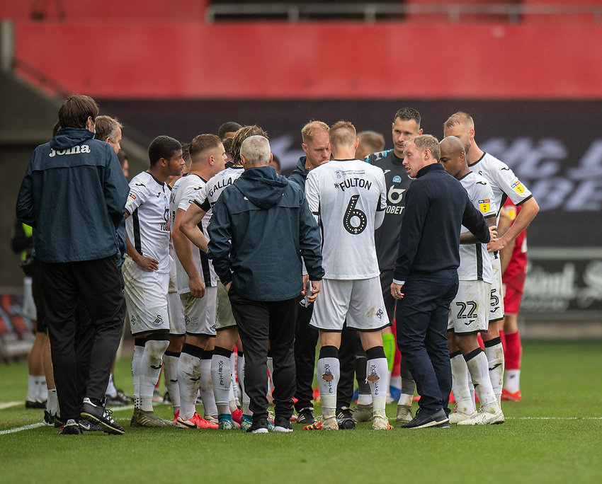 Swansea City manager Steve Cooper talks to the team during th drink break<br /> <br /> Photographer David Horton/CameraSport<br /> <br /> The EFL Sky Bet Championship - Swansea City v Bristol City- Saturday 18th July 2020 - Liberty Stadium - Swansea<br /> <br /> World Copyright © 2019 CameraSport. All rights reserved. 43 Linden Ave. Countesthorpe. Leicester. England. LE8 5PG - Tel: +44 (0) 116 277 4147 - admin@camerasport.com - www.camerasport.com