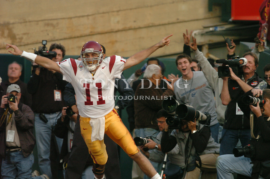 USC sophomore quarterback Matt Leinart (11) caught a   touchdown pass from fellow wide receiver Mike Williams (1) in a trick play in the 3rd quarter of the Wolverines' 14-28 loss to USC on Thursday, January 1, 2004 at the Rose Bowl in Pasadena, California. It was Michigan's 18th appearance at the Rose Bowl and the 90th game the bowl has played. (TONY DING/The Michigan Daily)